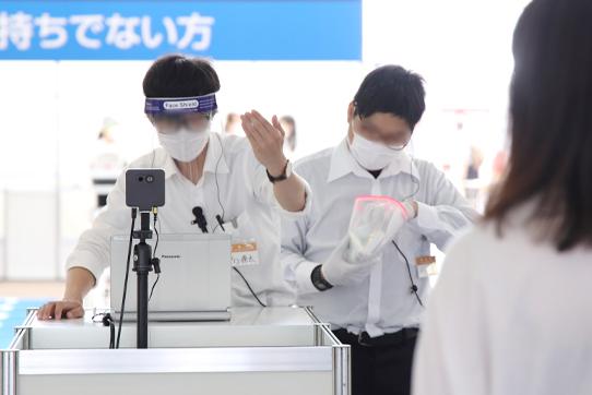 (公財)大阪観光局、(一社)日本展示会協会発行ガイドライン等に準拠した本展「コロナ感染症拡大防止策に係る現場運用マニュアル」を学んだスタッフが対応